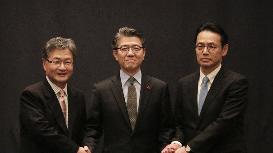 South Korea's Special Representative for Korean Peninsula Peace and Security Affairs Kim Hong-kyun, center, poses with U.S. State Department's Special Representative for North Korea Policy Joseph Yun and Japanese Director-General Kenji Kanasugi, right, prior to their trilateral meeting to coordinate strategies on North Korea, in Seoul, South Korea, Tuesday, Dec. 13, 2016. (AP Photo/Ahn Young-joon)