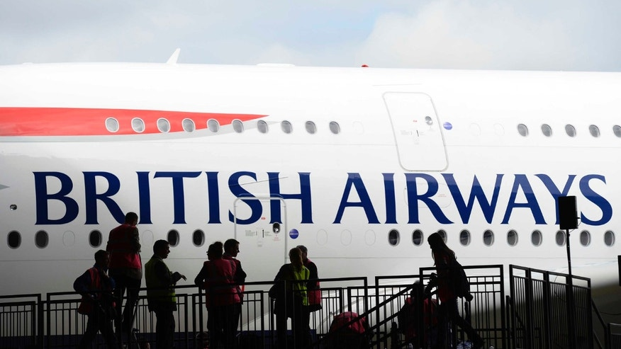 British Airways' new Airbus A380 arrives at a hanger after landing at Heathrow airport in London July 4, 2013.  REUTERS/Paul Hackett/File Photo  - RTX2C595