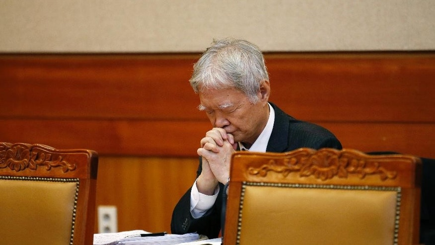 A lawyer for South Korean President Park Geun-hye prays before the first hearing arguments for Park's impeachment trial at the Constitutional Court in Seoul, South Korea, Tuesday, Jan 3, 2017. (Kim Hong-Ji/Pool Photo via AP)