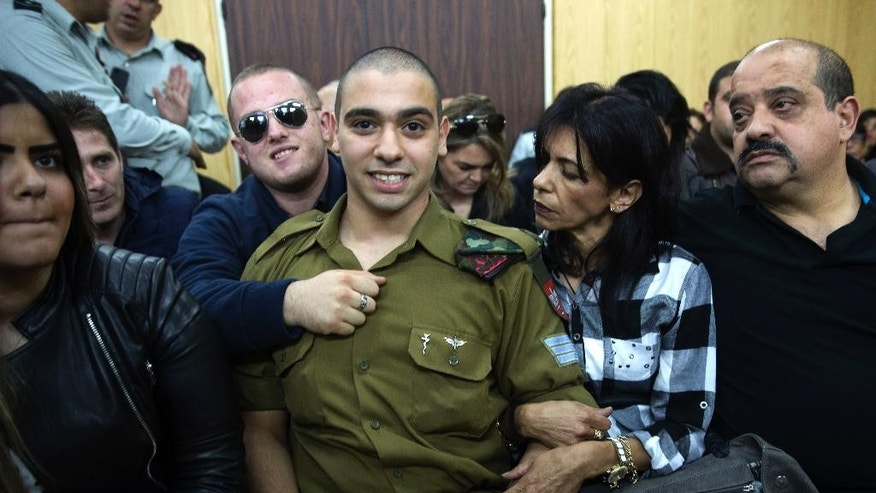 Israeli solider Sgt. Elor Azaria waits with his parents for the verdict inside the military court in Tel Aviv, Israel on Wednesday, Jan. 4, 2017. An Israeli military court is set to deliver the verdict in the case of the soldier tried for manslaughter for the death of a wounded Palestinian attacker.  ( Heidi Levine, Pool via AP).