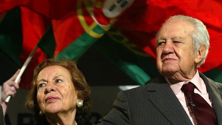 FILE - In this Jan. 20, 2006 file photo, former Portuguese president and prime minister Mario Soares and his wife Maria Barroso stand together after an election campaign rally in Porto, northern Portugal. Portugal's Socialist Party, which Soares once led, said he died Saturday, Jan. 7 2017, at the age of 92. Soares had been hospitalized seen Dec. 13 2016.(AP Photo/Paulo Duarte, file)