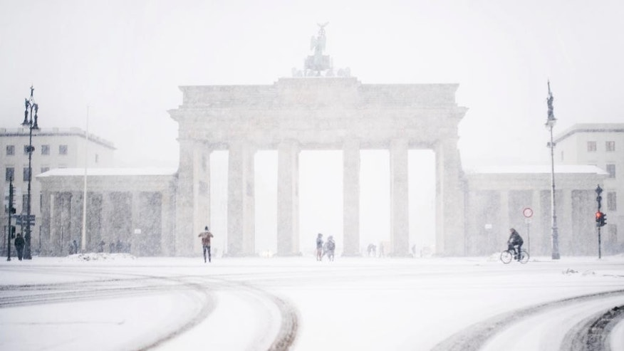 The Brandenburg gate can be seen through the window of a car during  snowfall  in Berlin, Germany, Wednesday, Jan. 11, 2017.  (Sophia Kembowski/dpa via AP)