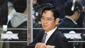 FILE - In this Dec, 6, 2016 file photo, Lee Jae-yong, a vice chairman of Samsung Electronics Co. arrives for hearing at the National Assembly in Seoul, South Korea. The special prosecutors office said Monday, Jan. 16, 2017 that it requested an arrest warrant for Lee, the 48-year-old Samsung Electronics vice chairman as a bribery suspect in the influence-peddling scandal that led to the impeachment of South Korea's president. (AP Photo/Lee Jin-man, File)