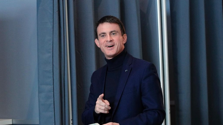 Former French Prime Minister and candidate for the French left's presidential primaries ahead of the 2017 presidential election, Manuel Valls, arrives to cast his vote during the first round of the Socialist party primary election in Evry, south of Paris, Sunday, Jan. 22, 2017. Seven candidates are running in the first round of France's left-wing presidential primary, whose winner will face a tough challenge from the right and nationalist far right in the April-May general election. (AP Photo/Christophe Ena)