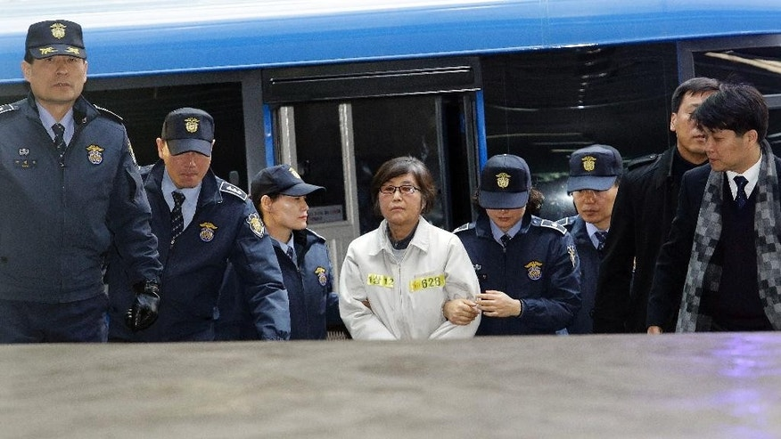 Choi Soon-sil, center, the jailed confidante of impeached South Korean President Park Geun-hye, arrives at the office of the independent counsel in Seoul, South Korea, Wednesday, Jan. 25, 2017. Prosecutors plan to question Park and search her office by early next month over a huge corruption scandal. (AP Photo/Ahn Young-joon)