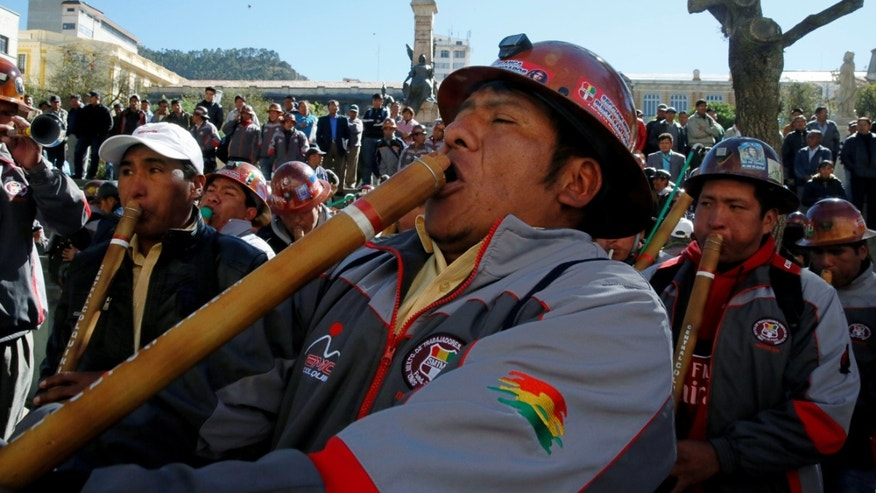 Mine workers from the Colquiri tin and silver mine play native instruments in front of the presidential palace after a ceremony in La Paz, Bolivia August 29, 2016. REUTERS/David Mercado - RTX2NIC8