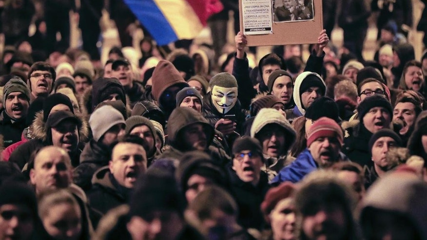 Protesters march outside the Justice Ministry in Bucharest, Romania, Sunday, Jan. 29, 2017. Some 10.000 people marched through the Romanian capital and other cities to protest a government proposal to pardon thousands of prisoners which critics say could reverse the anti-corruption fight. (AP Photo/Vadim Ghirda)