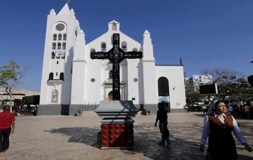 A Catholic nun walks outside the San Marco cathedral in Tuxtla Gutierrez, Chiapas, Mexico February 14, 2016. Pope Francis will be visiting Tuxtla on February 15, 2016. REUTERS/Carlos Jasso   - RTX26XHL