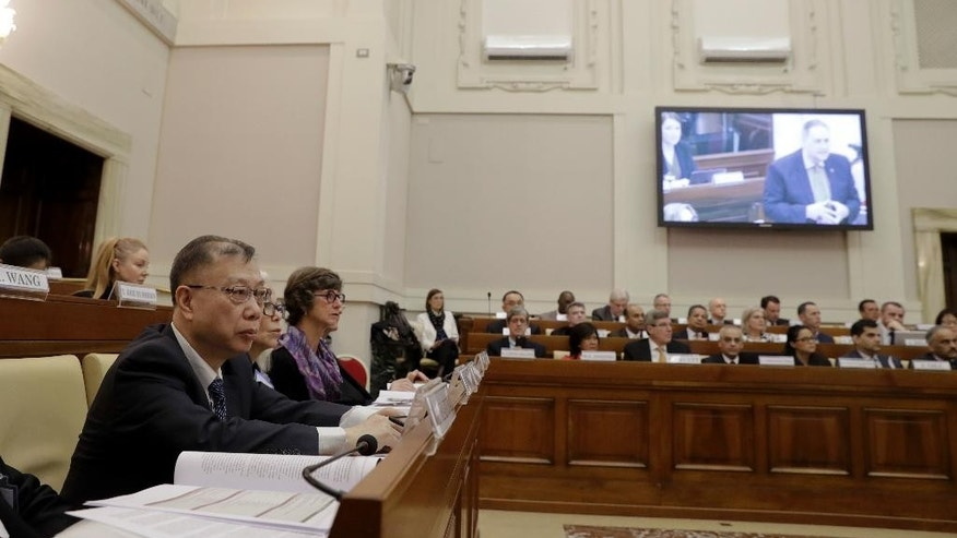 Professor Huang Jiefu, Chairman of the Chinese National Organ Donation and Transplantation Committee, left, attends a conference on 'Organ Traffiking and Transplant Tourism', held at the Vatican, Tuesday, Feb. 7, 2017. China is stepping up its efforts to convince the international medical community that it has stopped using executed prisoners as organ donors. (AP Photo/Andrew Medichini)