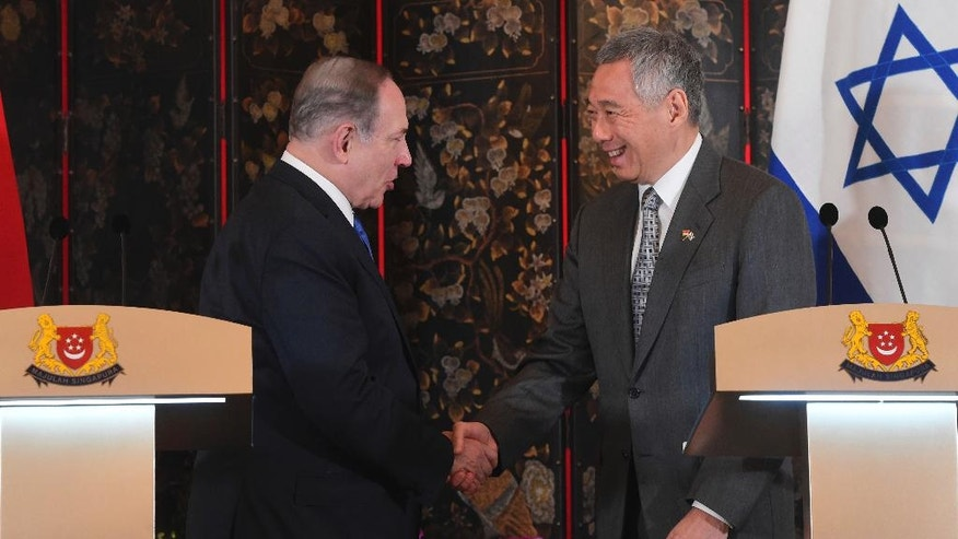 Israeli Prime Minister Benjamin Netanyahu, left, shakes hands with Singapore Prime Minister Lee Hsien Loong during a joint press conference at the Istana, or Presidential Palace, in Singapore, Monday, Feb. 20, 2017. (AP Photo/Joseph Nair)