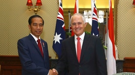 Indonesian President Joko Widodo, left, and Australian Prime Minister Malcolm Turnbull pose for a photo during a meeting at Admiralty House, the official Sydney residence of Australian governor-general, in Sydney Sunday, Feb. 26, 2017. (Britta Campion/Pool Photo via AP)