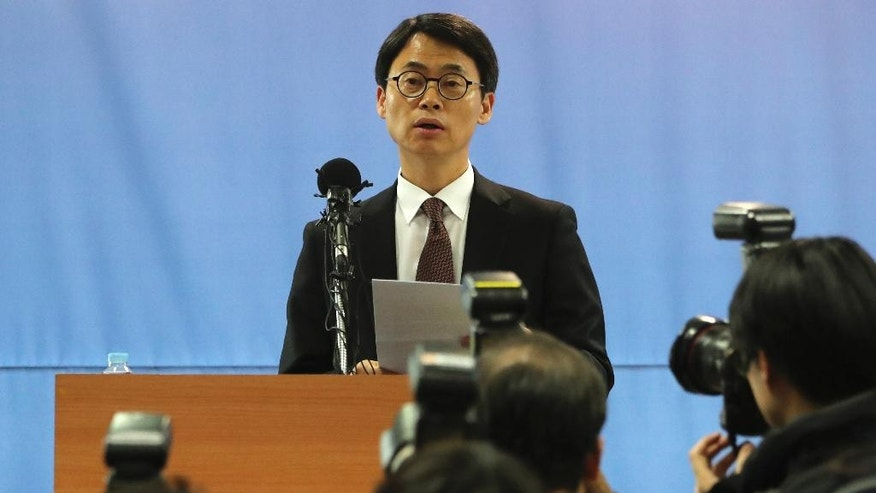 A spokesman of the special prosecution team, Lee Kyu-chul, speaks to the media during the news briefing in Seoul, South Korea, Tuesday, Feb. 28, 2017. South Korean special prosecutors said they would indict Samsung's de facto chief Tuesday on bribery, embezzlement and other charges linked to a political scandal that has toppled President Park Geun-hye. (AP Photo/Lee Jin-man)