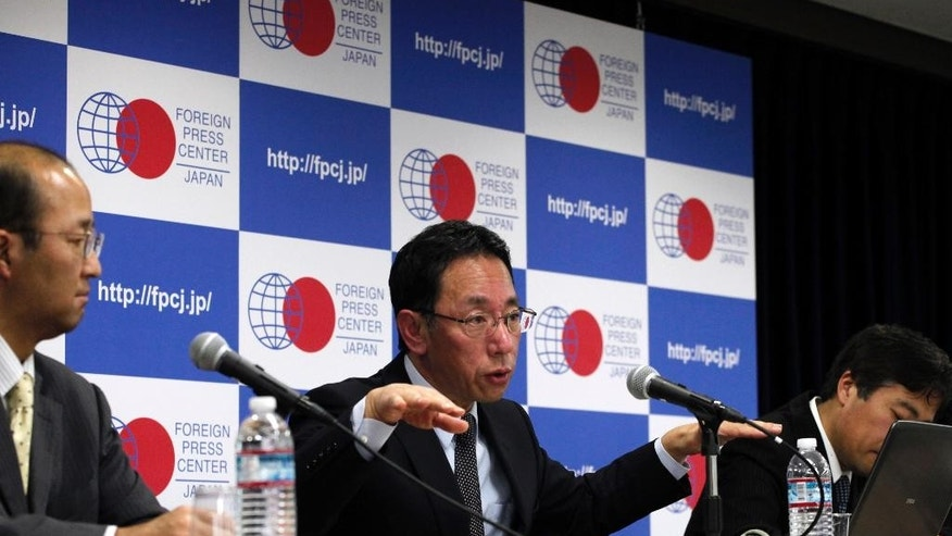 Naohiro Masuda, center, head of decommissioing for the damaged Fukushima nuclear plant, speaks at a news conference in Tokyo Thursday, March 2, 2017. Masuda said more creativity in needed in developing robots to locate and assess the condition of melted fuel rods.  (AP Photo/Mari Yamaguchi)
