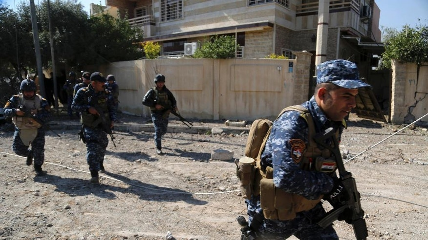 Iraqi security forces advance during fighting against Islamic State militants, in western Mosul, Iraq, Monday, March 6, 2017. (AP Photo/Khalid Mohammed)
