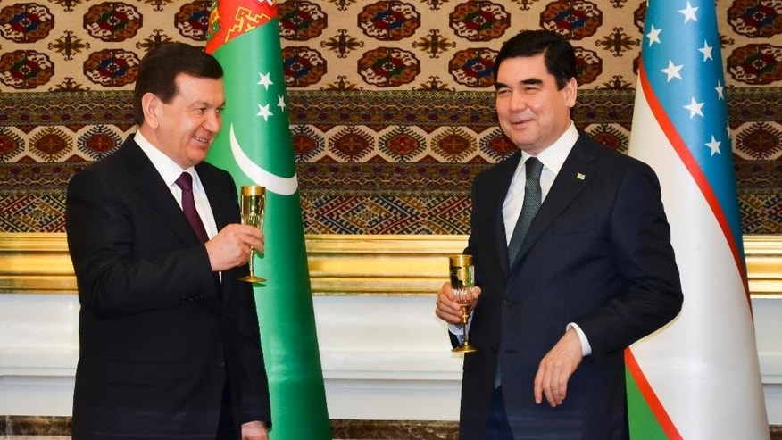 Turkmenistan's President Gurbanguly Berdymukhamedov, right, toasts with his Uzbek counterpart Shavkat Mirziyoyev after their talks in Ashgabat, Turkmenistan, Monday, March 6, 2017. The visit to Turkmenistan was the first foreign trip for Mirziyoyev, elected in December to succeed longtime ruler Islam Karimov who died in September. The ex-Soviet nations of Turkmenistan and Uzbekistan have agreed to cooperate more closely on energy and transport. (AP Photo/Alexander Vershinin)
