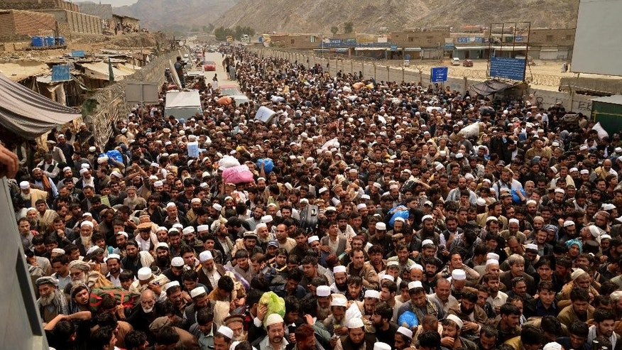 Afghan nationals prepare to cross the Torkham border post in Pakistan en route to Afghanistan, Tuesday, March 7, 2017. Thousands of Afghans gathered at the Pakistani border to return home on Tuesday as Pakistan temporarily reopened two main crossings that had been closed last month after a wave of militant attacks. (AP Photo/Muhammad Sajjad)