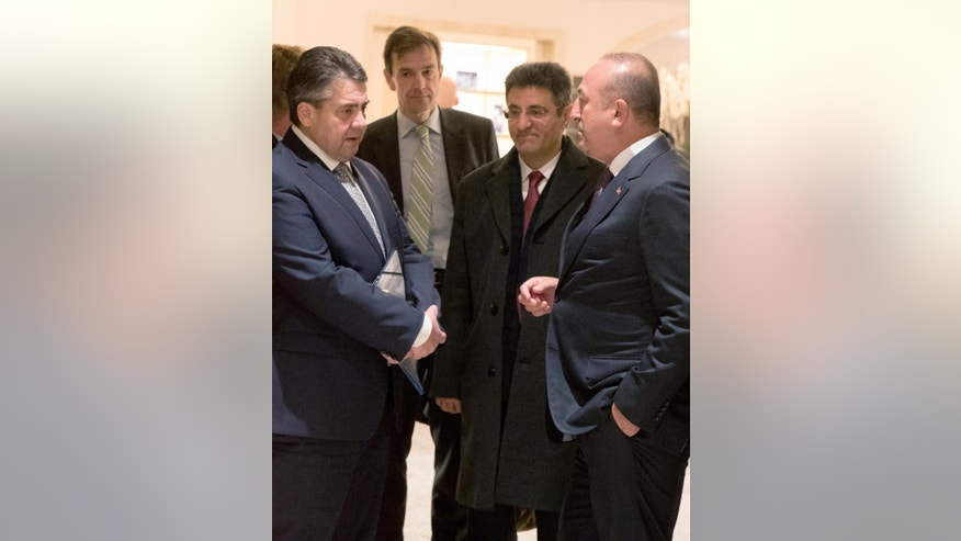 German Foreign Minister Sigmar Gabriel, left, talks to his Turkish counterpart Mevlut Cavusoglu, right, after a meeting in a hotel in Berlin, Wednesday, March 8, 2017. (Kay Nietfeld/dpa via AP)