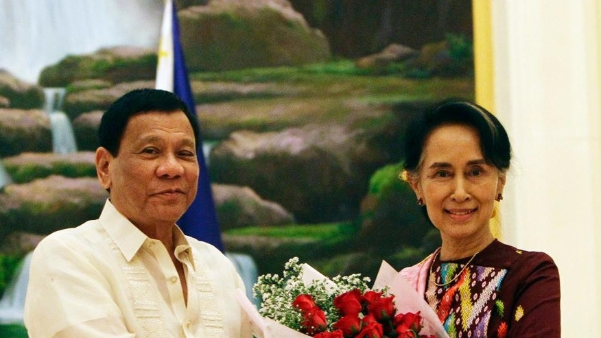 Philippine President Rodrigo Duterte, left, shakes hands with Myanmar's State Counsellor Aung San Suu Kyi during their meeting at the Presidential Palace in Naypyitaw, Myanmar, Monday, March 20, 2017. Duterte arrived in Naypyitaw on Sunday at the invitation of Myanmar's President Htin Kyaw for an official visit to the Southeast Asian country. (AP Photo/Aung Shine Oo)
