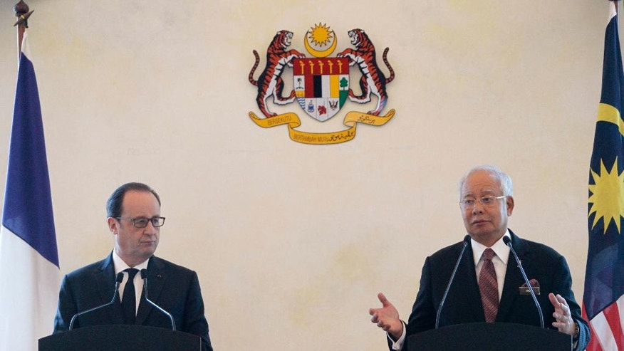 French President Francois Hollande, left, listens to Malaysian Prime Minister Najib Razak, right, during the press conference at Seri Perdana Building in Putrajaya, Malaysia on Tuesday, March 28, 2017. (AP Photo/Daniel Chan)