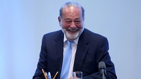 Mexican billionaire Carlos Slim smiles during a news conference in Mexico City, Mexico, January 27, 2017. REUTERS/Edgard Garrido - RTSXPV0