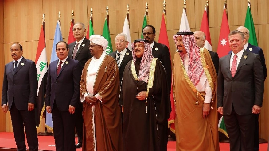 Kings, presidents and top officials from the Arab League summit posing for a group photo.