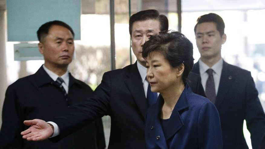 Ousted South Korean President Park Geun-hye arrives for questioning on her arrest warrant at the Seoul Central District Court in Seoul, South Korea, Thursday, March 30, 2017. (AP Photo/Ahn Young-joon, Pool)