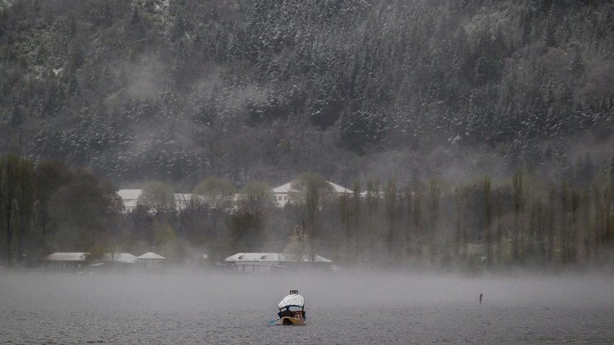 A Kashmiri boatman paddles his shikara amid dense fog on Dal Lake after fresh snowfall in the outskirts of Srinagar, Indian controlled Kashmir, Thursday, April 6, 2017. Heavy snowfall and rains have forced authorities in Indian controlled Kashmir to close schools and colleges even as the only all weather road link that connects the Kashmir valley to the rest of India has been cut off. (AP Photo/Dar Yasin)