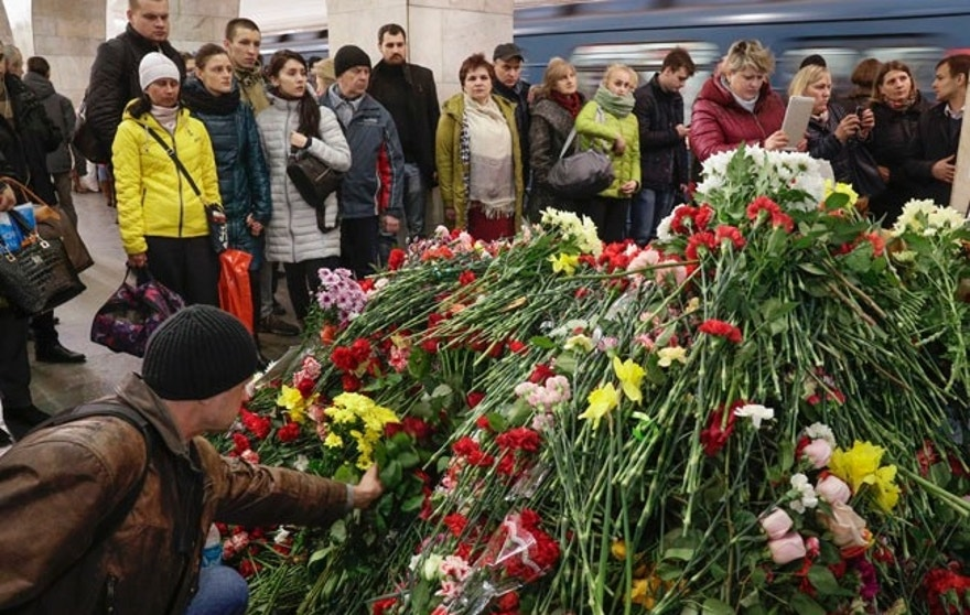 People gather at a symbolic memorial at Technologicheskiy Institute subway station in St.Petersburg, Russia, Friday, April 7, 2017. A bomb blast tore through a subway train under Russia's second-largest city on Monday, killing people and wounding more than 40. (AP Photo/Dmitri Lovetsky)