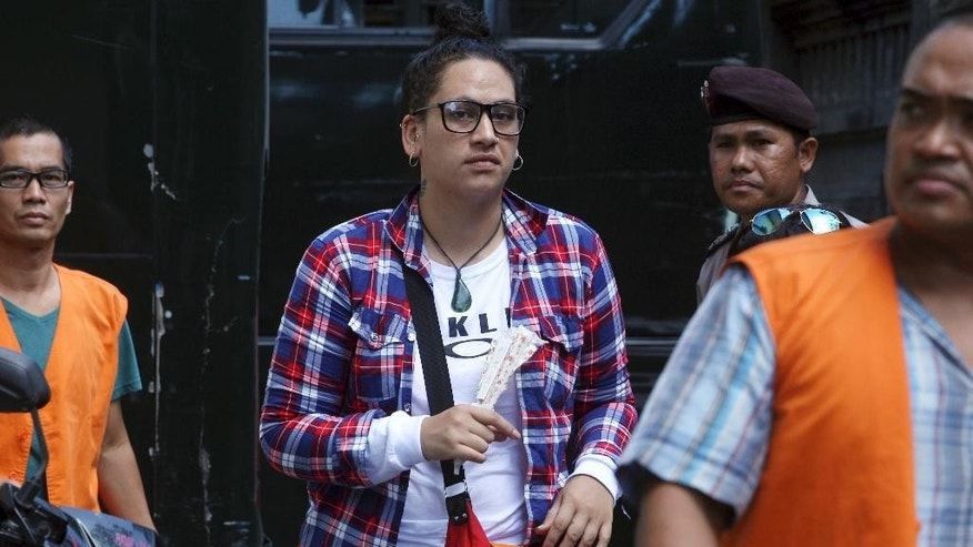 New Zealand's Myra Lynne Williams, center, walks upon her arrival at Denpasar district court for her verdict trial in Bali, Indonesia, Thursday, April 13, 2017. Indonesian authorities arrested Williams in September 2016 on allegations of attempting to smuggle methamphetamine into the tourist island of Bali. (AP Photo/Firdia Lisnawati)
