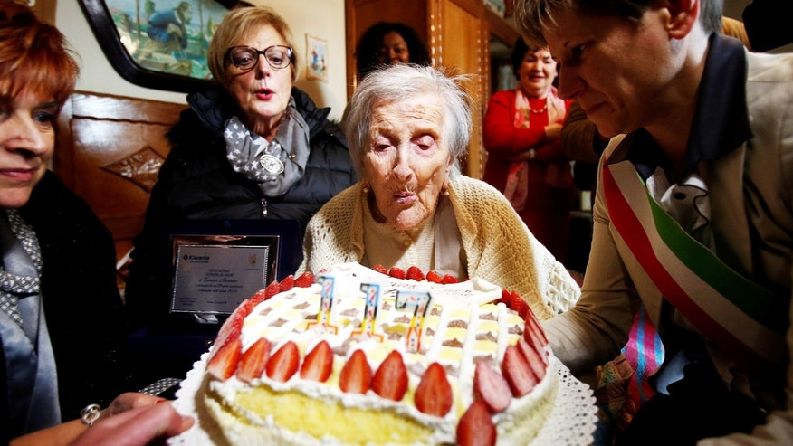Emma Morano, thought to be the world's oldest person and the last to be born in the 1800s, blows candles during her 117th birthday in Verbania, northern Italy November 29, 2016. REUTERS/Alessandro Garofalo     TPX IMAGES OF THE DAY - RTSTTZO