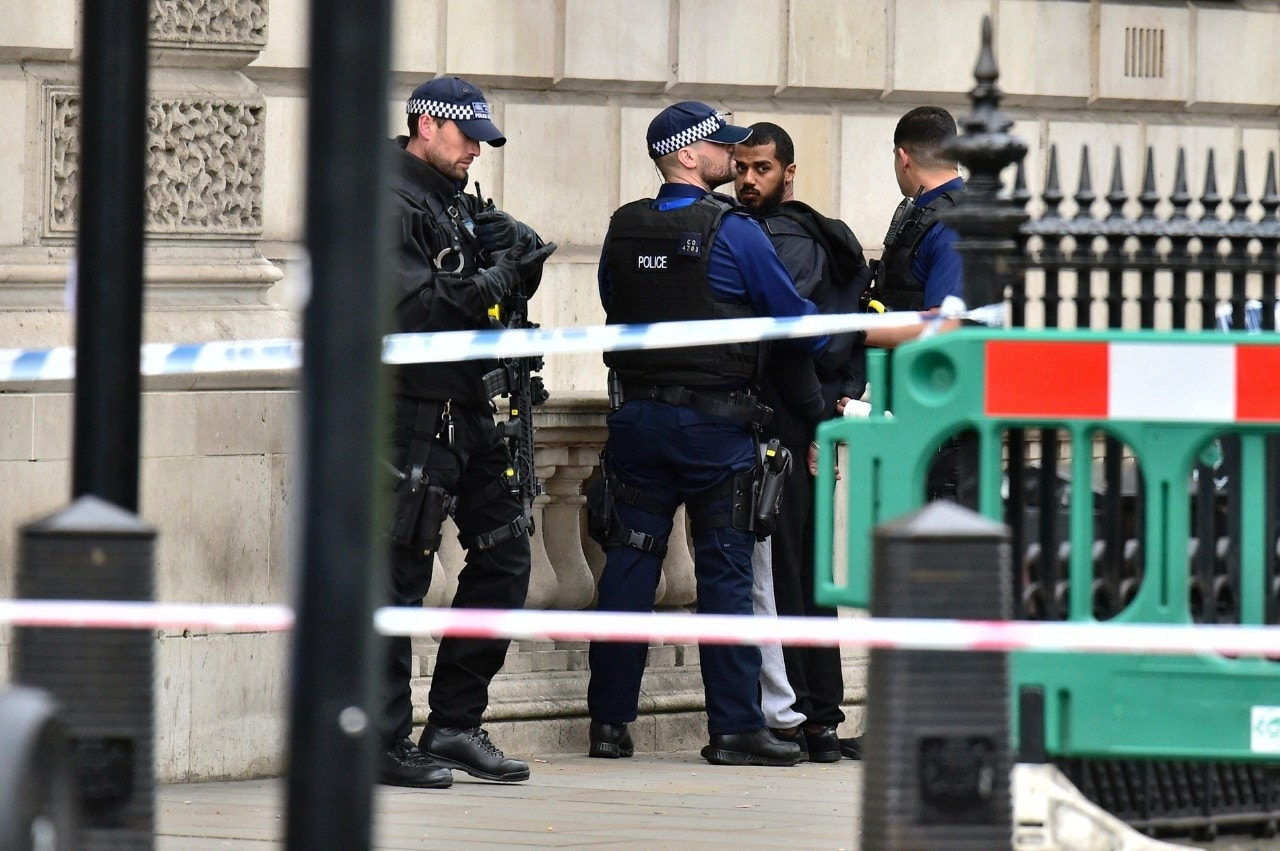 9095e2ed dailymail.co.uk Terror suspect caught with knives outside UK Parliament