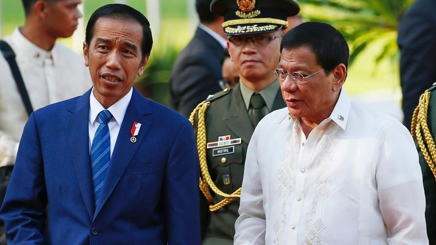 "Indonesian President Joko ""Jokowi"" Widodo, left, chats with Philippine President Rodrigo Duterte following a welcoming ceremony at the Malacanang Palace grounds in Manila, Philippines, Friday, April 28, 2017. Widodo is attending the 30th ASEAN Leaders' Summit which the Philippines is hosting. (AP Photo/Bullit Marquez)"