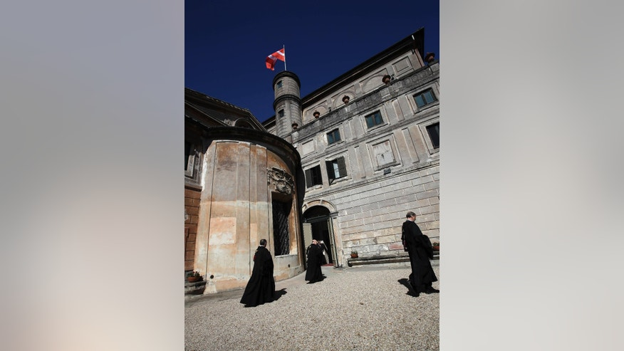 Temporary knights of malta order chief takes oath of for Temporary office roma