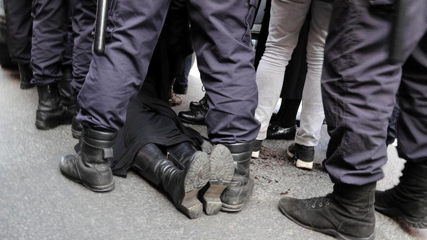 Police detain a gay rights activist during a rally marking May Day in downtown St. Petersburg, Russia, Monday, May 1, 2017. (AP Photo/Dmitri Lovetsky)