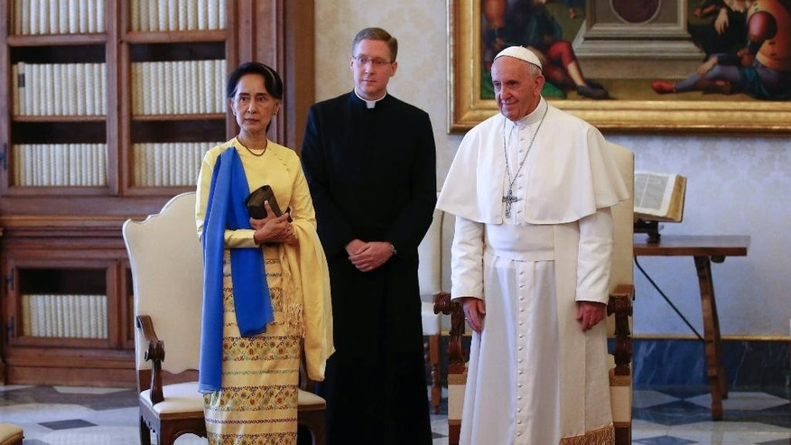 State Counsellor and Union Minister for Foreign Affairs of the Republic of the Union of Myanmar Aung San Suu Kyi, left, stands with Pope Francis on the occasion of their private audience, at the Vatican, Thursday, May 4, 2017. (Tony Gentile/Pool Photo via AP)