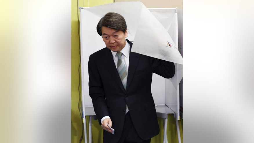 South Korea's presidential candidate Ahn Cheol-soo of the People's Party comes out of a polling booth to cast his ballot for presidential election at a local polling station in Seoul, South Korea, Tuesday, May 9, 2017. South Koreans are voting for a new president amid widespread expectations of victory for a liberal candidate who has pledged to improve ties with North Korea and review a contentious U.S. missile defense shield. (Han Jong-chan/Yonhap via AP)