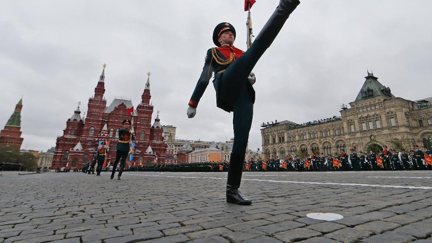 Russian line guards march along the Red Square during the Victory Day military parade to celebrate 72 years since the end of WWII and the defeat of Nazi Germany, in Moscow, Russia, on Tuesday, May 9, 2017. (Yuri Kochetkov/Pool photo via AP)