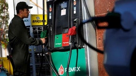 An employee holds the nozzle of a fuel pump at a Pemex gas station in Mexico City, Mexico, February 18, 2017. REUTERS/Jose Luis Gonzalez - RTSZA30