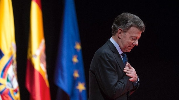 Nobel Peace Prize laureate and Colombia's President Juan Manuel Santos acknowledges applauds after receiving the Nueva Economia Forum award at the Royal theater in Madrid, Wednesday, Dec. 14, 2016. (AP Photo/Francisco Seco)