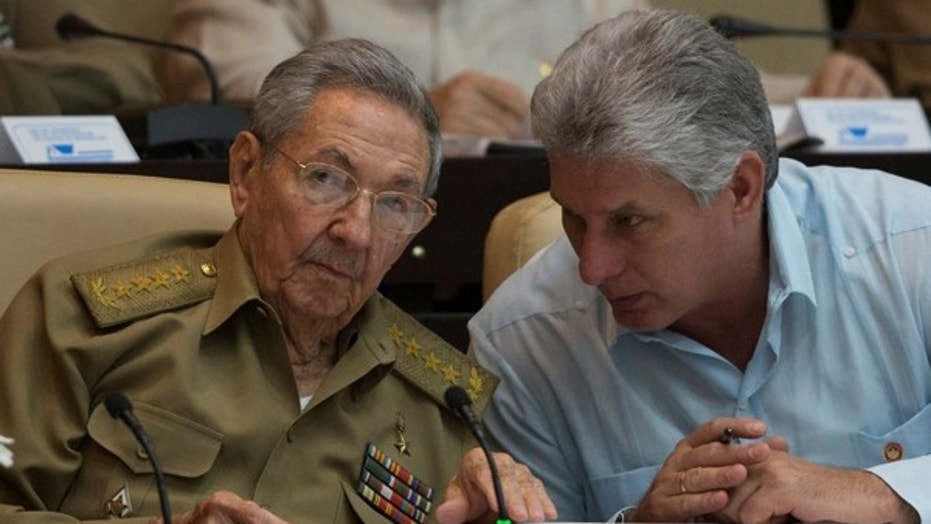 Cuban President Raul Castro (L) chats with Cuban Vice President Miguel Diaz-Canel during the National Assembly in Havana, July 8, 2016.