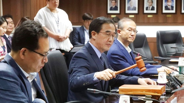 South Korean Unification Minister Cho Myoung-gyon, center, presides over an interagency meeting for humanitarian aid to North Korea at the government complex in Seoul, South Korea, Thursday, Sept. 21, 2017. South Korea on Thursday decided to resume humanitarian aid to North Korea to help children and pregnant women, but didn't determine when to provide the $8 million worth of assistance amid tensions created by Pyongyang's nuclear and missile tests. (Kim Seung-doo/Yonhap via AP)