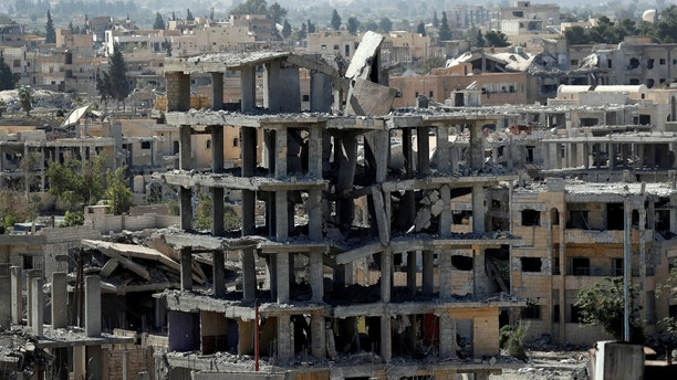 A view of destroyed buildings at the frontline in Raqqa, Syria October 16, 2017. REUTERS/Erik De Castro - RC180873C410