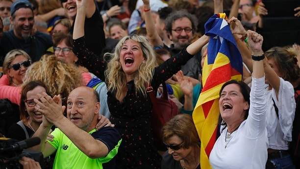Protesters reacts as they watch the parliament session on a huge screen during a rally outside the Catalan Parliament, in Barcelona, Spain, Friday, Oct. 27, 2017. Catalonias' regional Parliament passed a motion Friday to establish an independent Catalan Republic(AP Photo/ Emilio Morenatti)