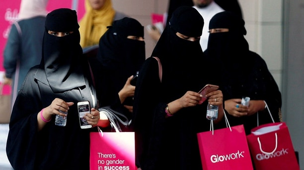 Saudi women take part in Glowork exhibition in Riyadh, Saudi Arabia September 28, 2017. REUTERS/Faisal Al Nasser - RC136630FA00