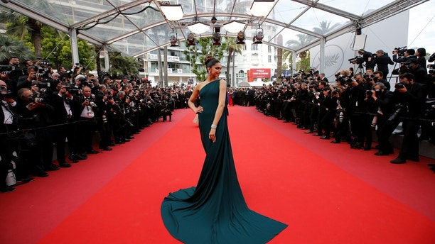 """70th Cannes Film Festival - Screening of the film """"Nelyubov"""" (Loveless) in competition - Red Carpet Arrivals - Cannes, France. 18/05/2017. Model Deepika Padukone poses. REUTERS/Stephane Mahe - RC1F97CCB4A0"""