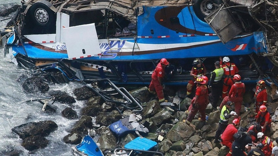 48 dead as bus falls off cliff in Peru