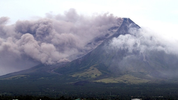 The Mayon volcano spews a column of ash during another mild eruption in Legazpi City, Albay province, south of Manila, Philippines January 16, 2018. REUTERS/Stringer NO RESALES. NO ARCHIVES - RC171AFD19A0