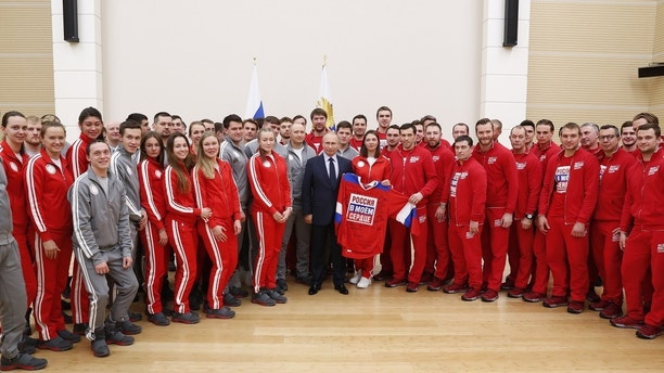 Russian President Vladimir Putin (C) poses for a picture during a meeting with Russian athletes and team members, who will take part in the upcoming 2018 Pyeongchang Winter Olympic Games, at the Novo-Ogaryovo state residence outside Moscow, Russia January 31, 2018. REUTERS/Grigory Dukor - UP1EE1V116X1D