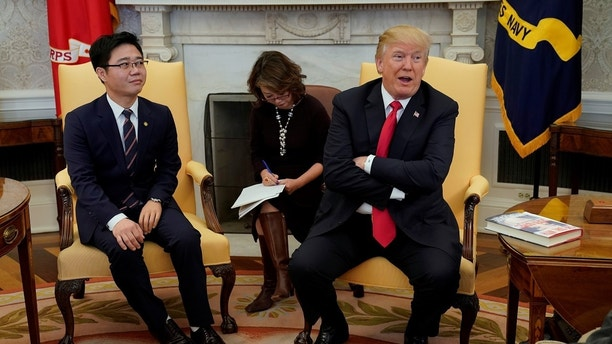U.S. President Donald Trump meets with North Korean defectors in the Oval Office of the White House in Washington, U.S., February 2, 2018. REUTERS/Yuri Gripas - RC1C0D33DB80