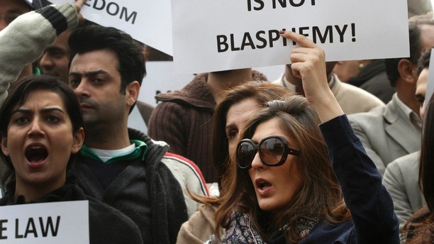 A woman holds a placard during a rally by dozens protesting the killing of the Governor of Punjab Salman Taseer in Lahore, January 8, 2011. Taseer was shot dead by one of his guards, who was apparently incensed by the politician's opposition to the blasphemy law, in Islamabad on January 4. REUTERS/Mohsin Raza (PAKISTAN - Tags: POLITICS CIVIL UNREST CRIME LAW) - GM1E7181IUK01